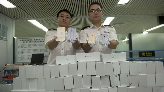 iphone-smuggling-hk-web.jpg