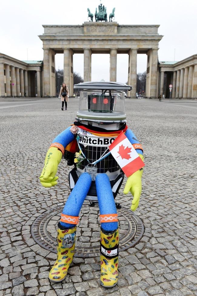hitchbot2.jpg