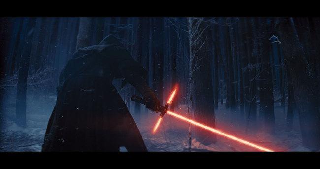 star-wars-episode-7-light-saber.jpg