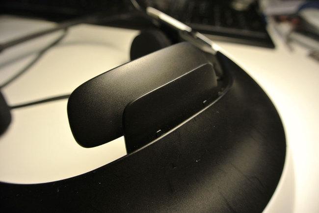 Sony_HMZ-T1_front.jpg