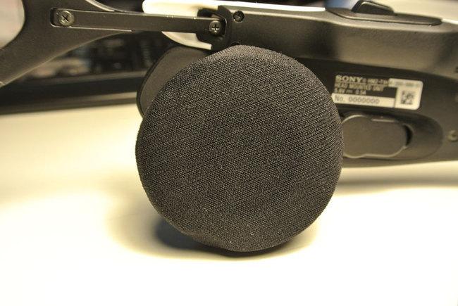 Sony_HMZ-T1_speaker.jpg