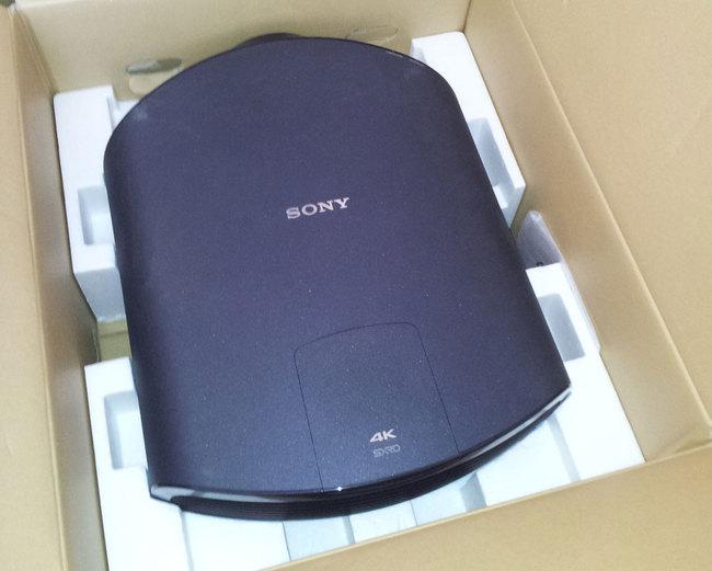 Sony_VPL-VW1000ES_4.jpg