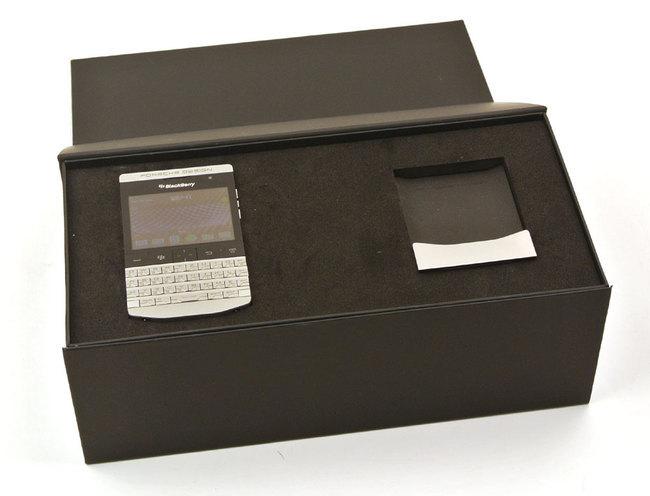 BlackBerry-Porsche_P9981_22.jpg
