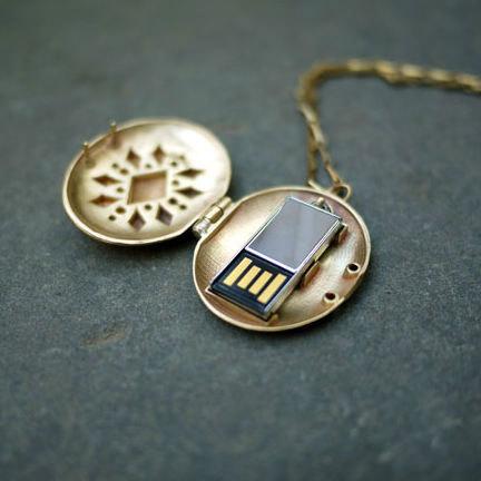 USB-Locket-02.jpg