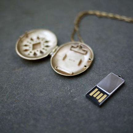 USB-Locket-03.jpg