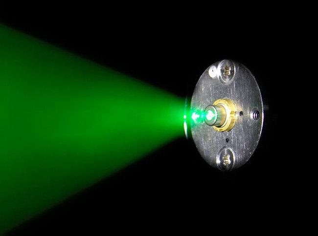 Laser-verte-01.jpg