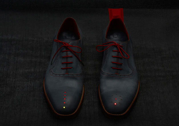 GPS-Shoes-02.jpg