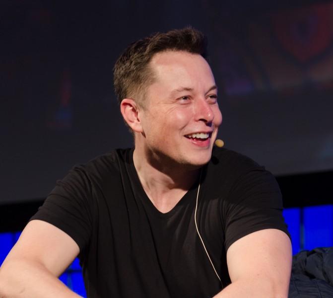 Elon Musk   The Summit 2013 671x600 - Tesla et SpaceX rejoignent l'<em>amicus</em> contre Trump