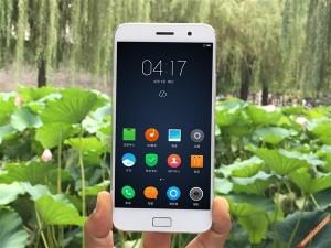 ZUK_Z1_Mobile_Phone_Unpacking_10