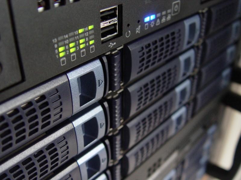 front-rack-server-1243429-1920x1440