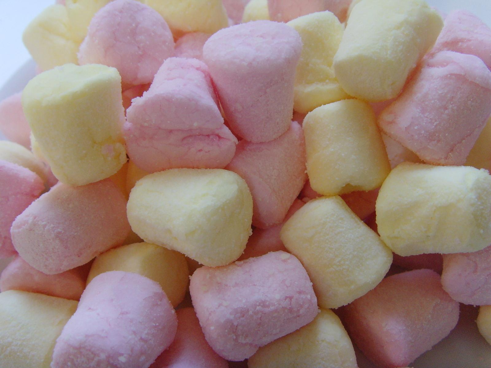 mini-marshmallows-1323047-1600x1200