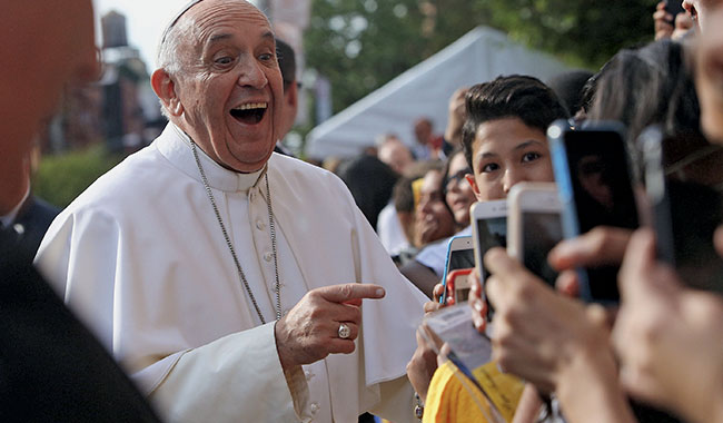 pape françois smartphone