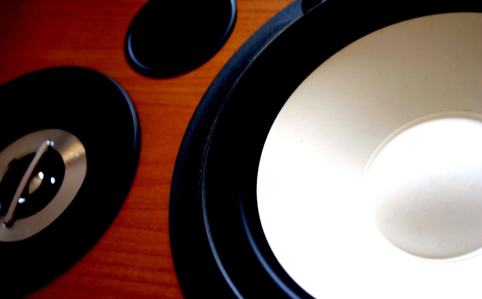 speaker-2-1533754-1599x993