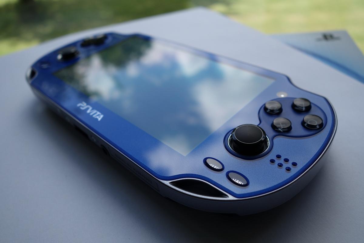 PlayStation_Vita_PCH-1000_model_blue