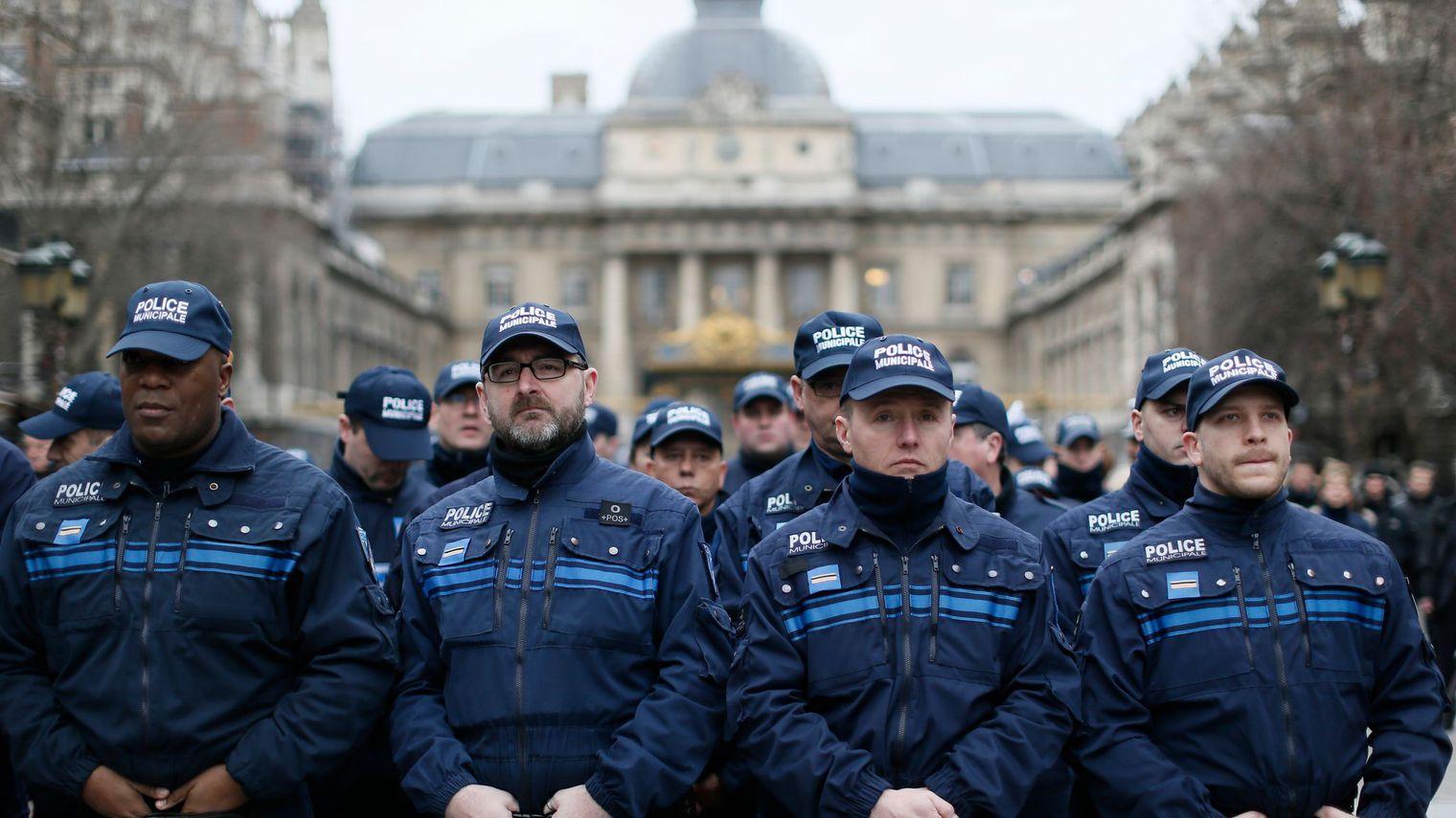 Les coordonn es de 112 000 policiers fuitent sur internet for Police salon de provence