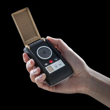 iphv tos st bt communicator inhand 420x420 - Utilisez le Communicator de Star Trek pour de vrai