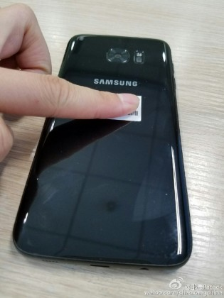 "s7 edge glossy black 4 315x420 - Premières photos du Galaxy S7 Edge ""Glossy Black"""