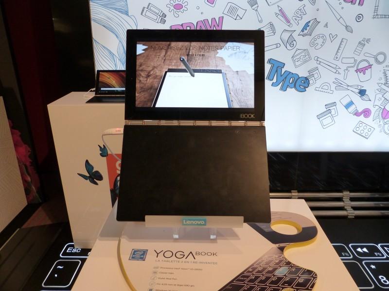 Yoga Book Windows au premier plan et Yoga Book Android au second plan.