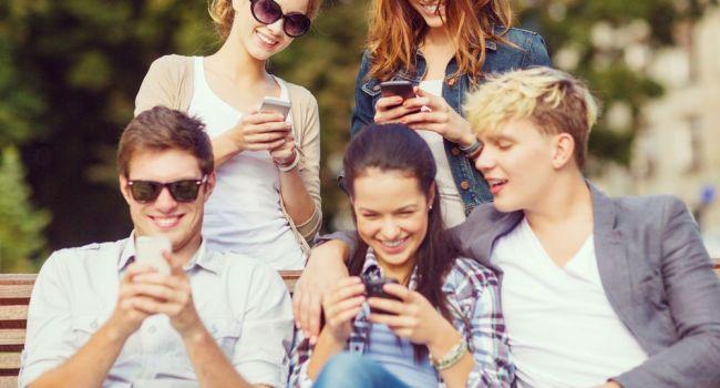 Smartphones : pour la première fois, les ventes reculent
