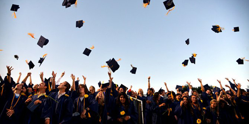 Etudiants diplômés attirés par Google et Facebook