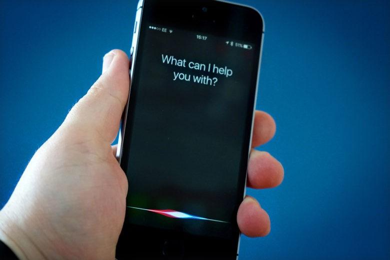 Quand Siri interrompt un débat parlementaire, un moment drôle et embarrassant