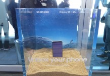 Samsung Galaxy S8 dans du sable