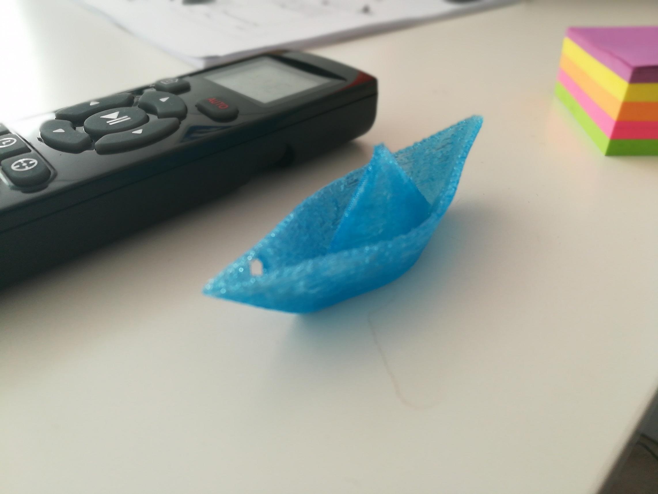 Bateau imprimé par l'imprimante 3D da Vinci Mini XYZ Printing