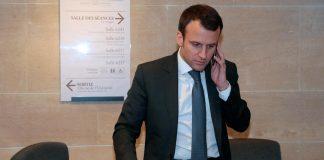 Emmanuel Macron au téléphone