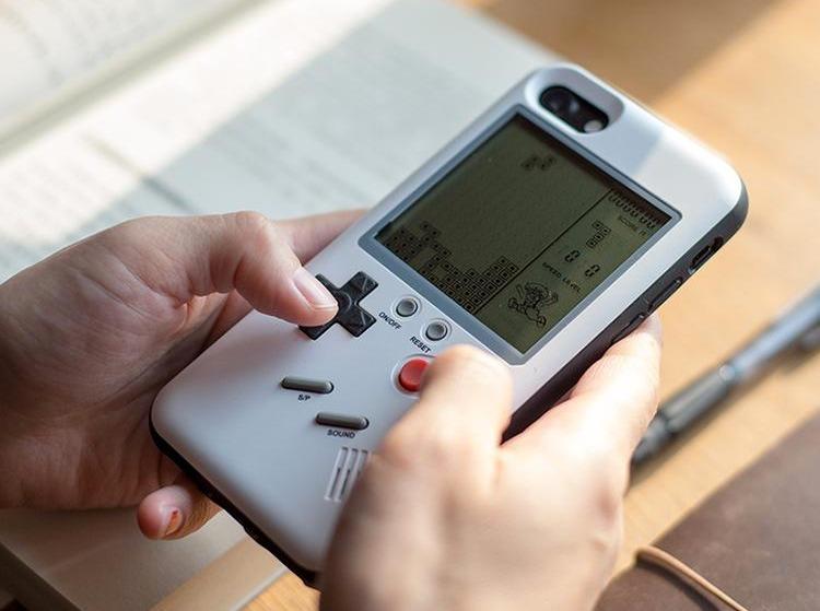 Une coque transforme votre iPhone en GameBoy jouable