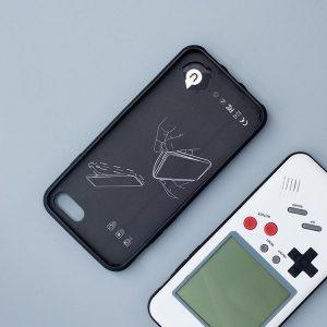 gameboy iphone 2 300x300 - Une coque transforme votre iPhone en GameBoy jouable