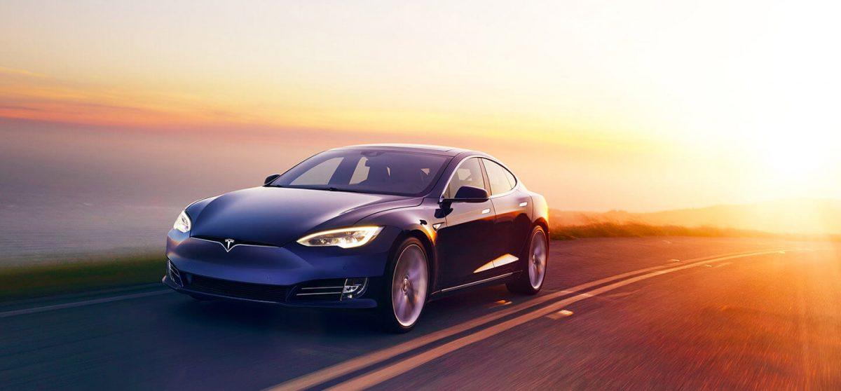 Un conducteur de Tesla banni d'une autoroute anglaise