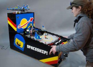 Un billard conçu avec des pièces de LEGO
