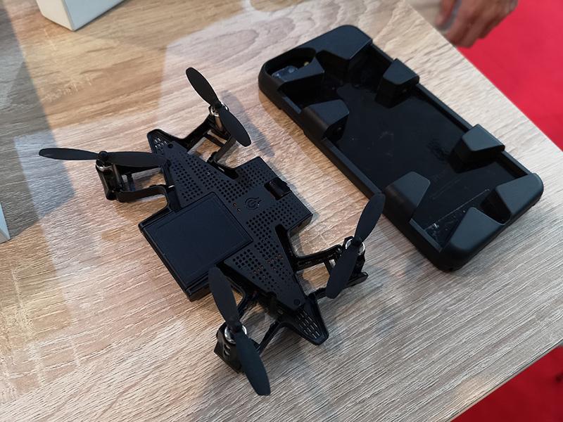 PNJ lance un drone qui se range dans une coque de smartphone
