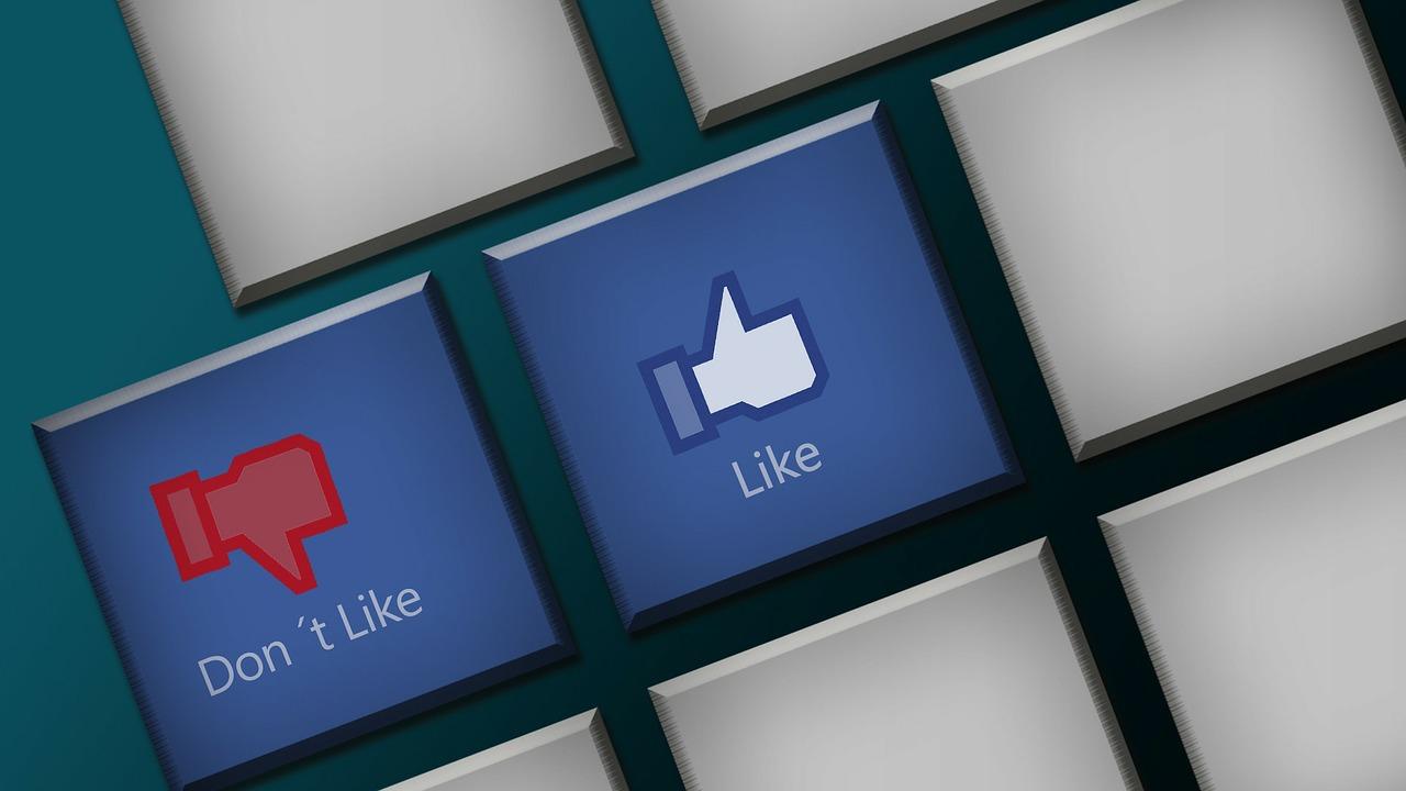 """Le bouton """"j'aime pas"""" de Facebook arrive petit à petit"""