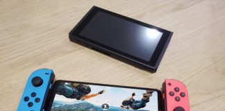 Le Honor 10 prend la pose à côté de la Nintendo Switch