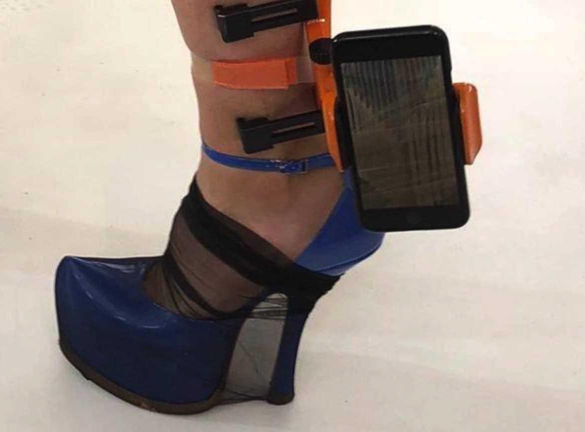 Un iPhone porté à la cheville