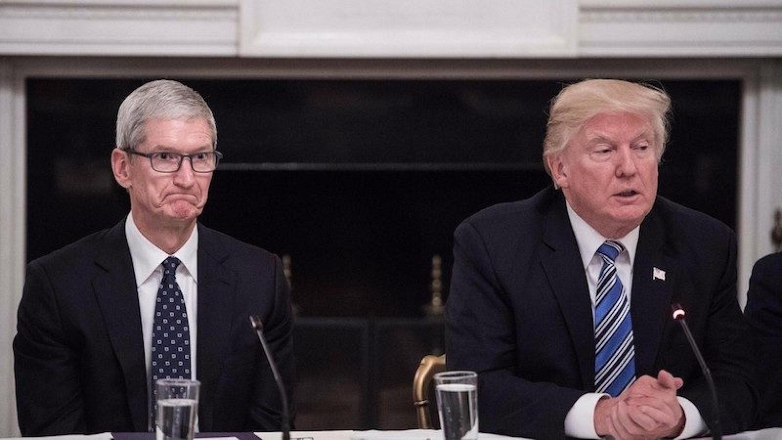 Donald Trump et Tim Cook discutent des taxes sur l'importation de produits chinois