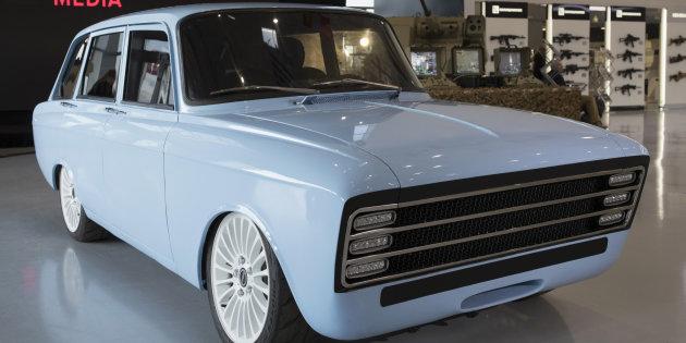 Kalachnikov se lance dans l'automobile avec une voiture électrique vintage !