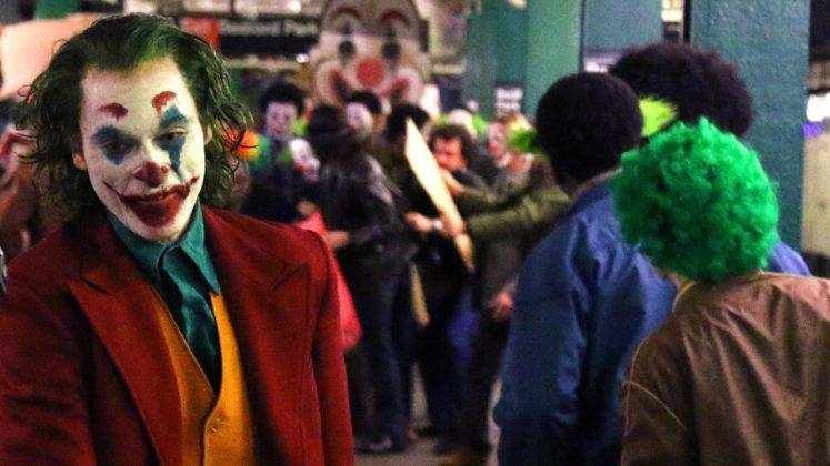 joker 1 1 747x420 - Joaquim Phoenix se montre enfin en Joker