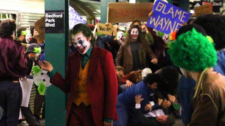 joker01 747x420 - Joaquim Phoenix se montre enfin en Joker