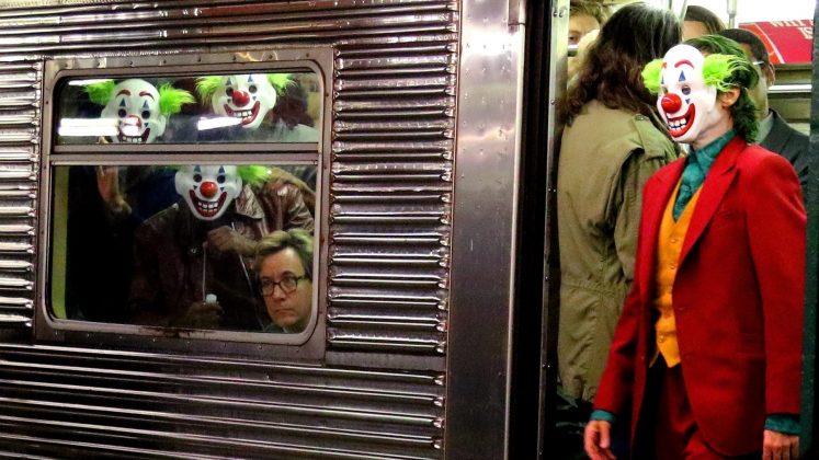 joker02 747x420 - Joaquim Phoenix se montre enfin en Joker