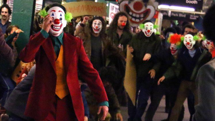 joker04 747x420 - Joaquim Phoenix se montre enfin en Joker