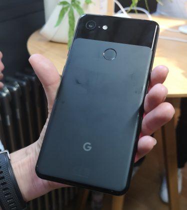 Google Pixel 3 XL 1 374x420 - [ Prise en main ] Google s'attaque aux iPhone avec ses Google Pixel 3 et Pixel 3 XL