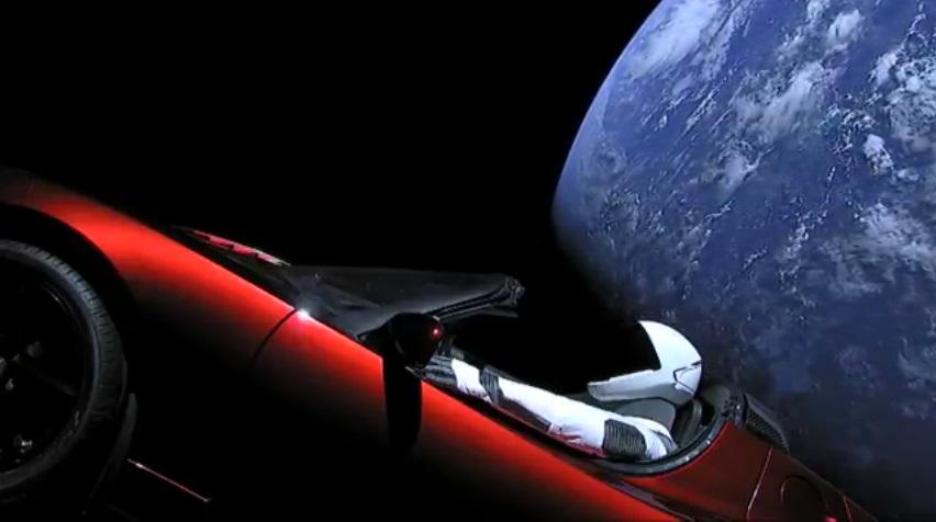 La Tesla Roadster rouge a franchi l'orbite de Mars