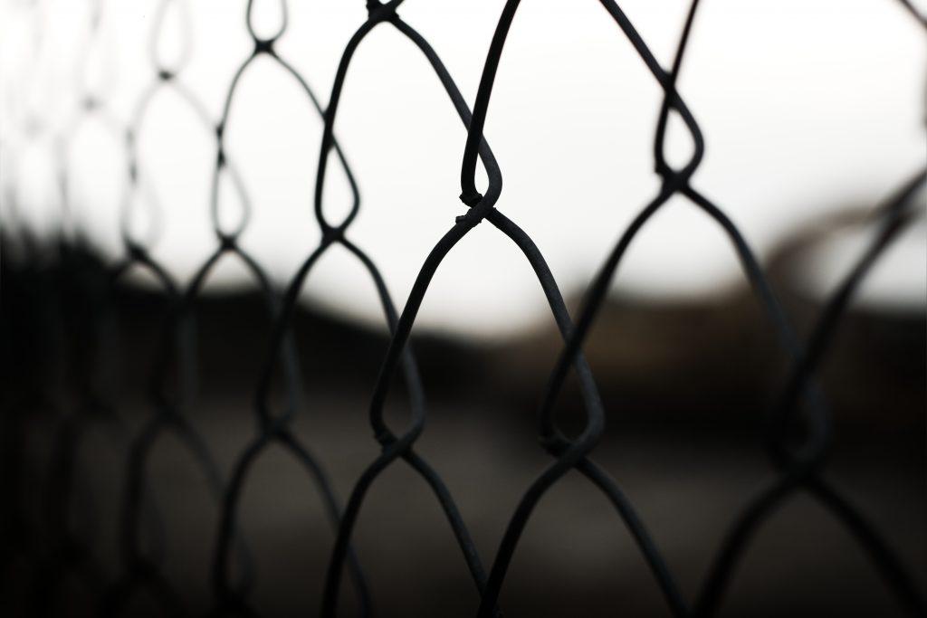 Brouiller les téléphones mobiles en prison : mission difficile coûtant 20 millions d'euros