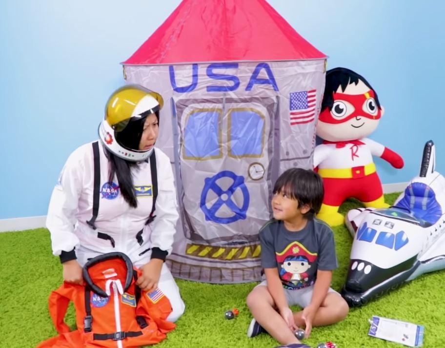 Ryan YouTube 1 - YouTube : Ryan, 7 ans, multimillionnaire grâce à… des unboxing de jouets !