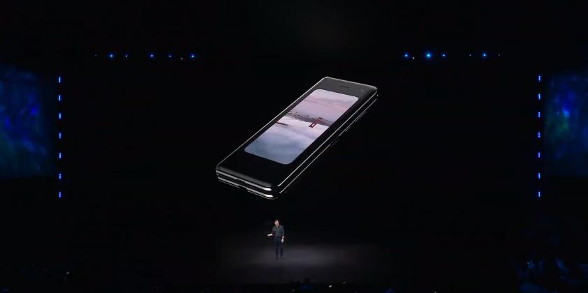 2019 02 20 20h08 28 842x420 - Galaxy Fold présenté : le premier smartphone pliable de Samsung a de l'allure !