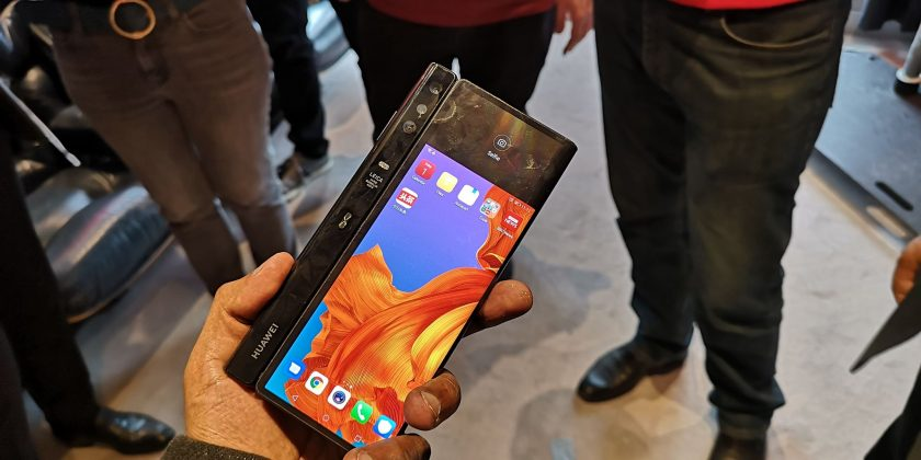 Huawei Mate X 2 840x420 - On a enfin pu voir de plus près le Huawei Mate X !